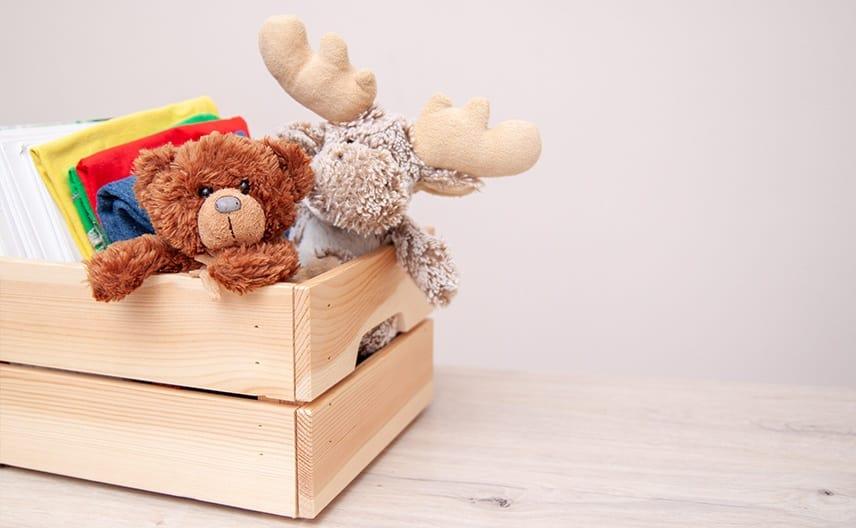 Даряване на детски играчки и книги